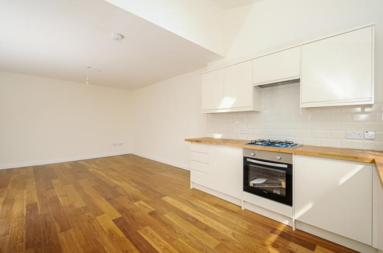 3 Bedrooms Flat for rent in Creighton Avenue Muswell Hill N10