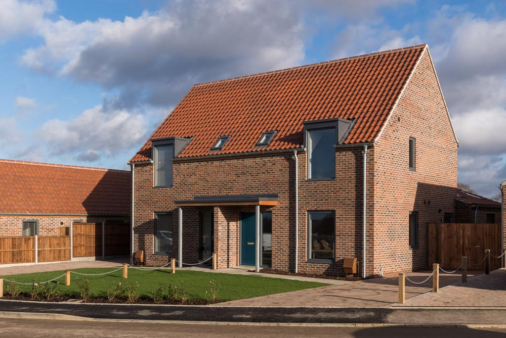 3 Bedrooms Semi Detached House for sale in Long Lane, Stoke Holy Cross, Norwich,Norfolk