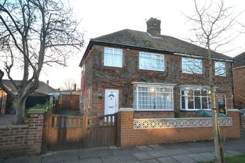 3 bedroom semi-detached house for sale - Warwick Avenue, Grimsby