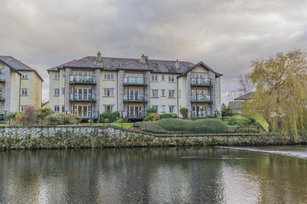 2 Bedrooms Penthouse Flat for sale in 8 Riverdale Court, Kendal Cumbria. LA9 7LQ