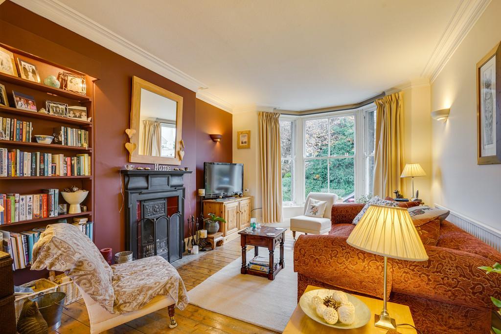 3 Bedrooms Terraced House for sale in 5 Meadow Bank, Arnside, Cumbria LA5 ODR