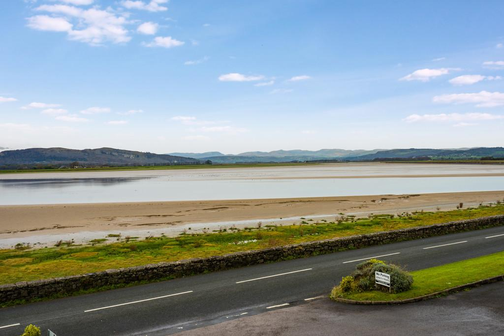 2 Bedrooms Apartment Flat for sale in 3 Herons Quay, Sandside, Milnthorpe, Cumbria, LA7 7HW