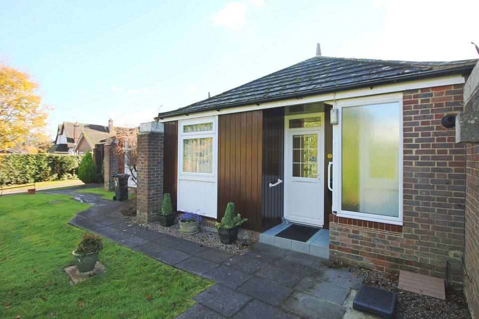1 Bedroom Terraced Bungalow for sale in The Orchard, Downs View Road, Hassocks, West Sussex, BN6 8HH