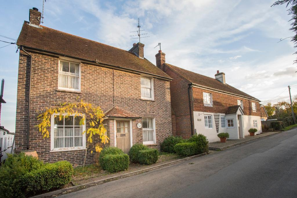 3 Bedrooms Detached House for sale in North Road, Bodle Street Green, East Sussex, BN27 4RG
