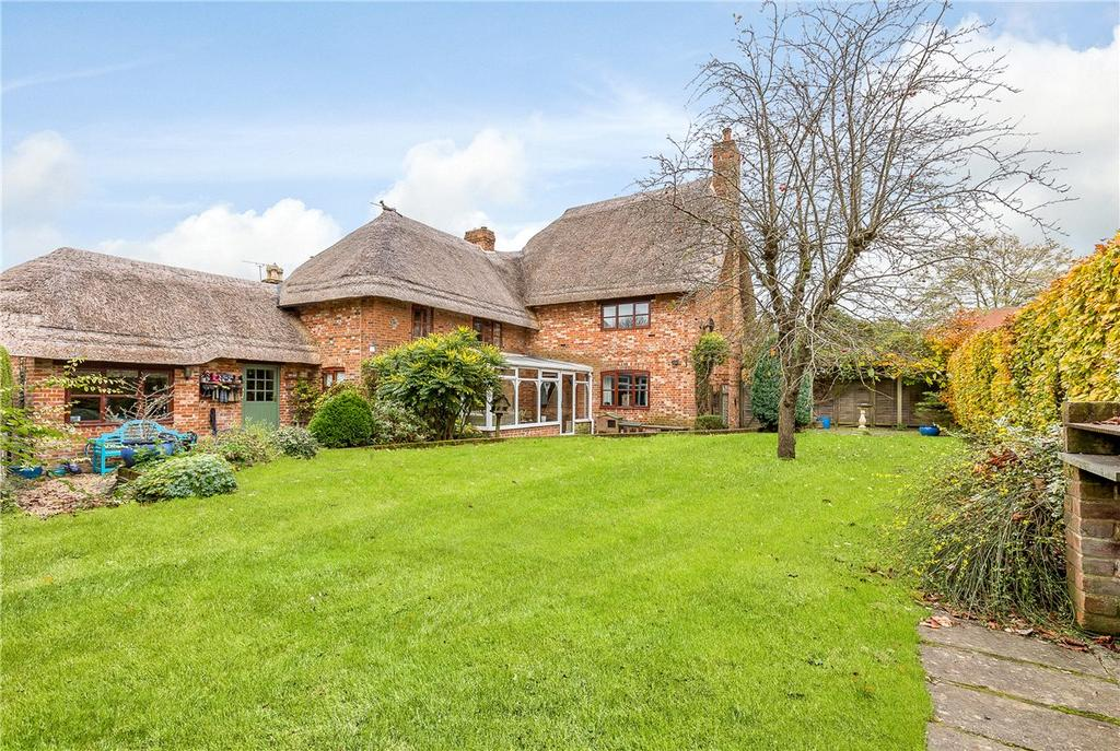 4 Bedrooms Detached House for sale in Bulldog Lane, Urchfont, Devizes, Wiltshire, SN10