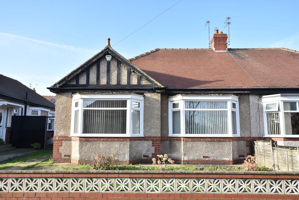 2 Bedrooms Semi Detached Bungalow for sale in Mansfield Crescent, Roker,