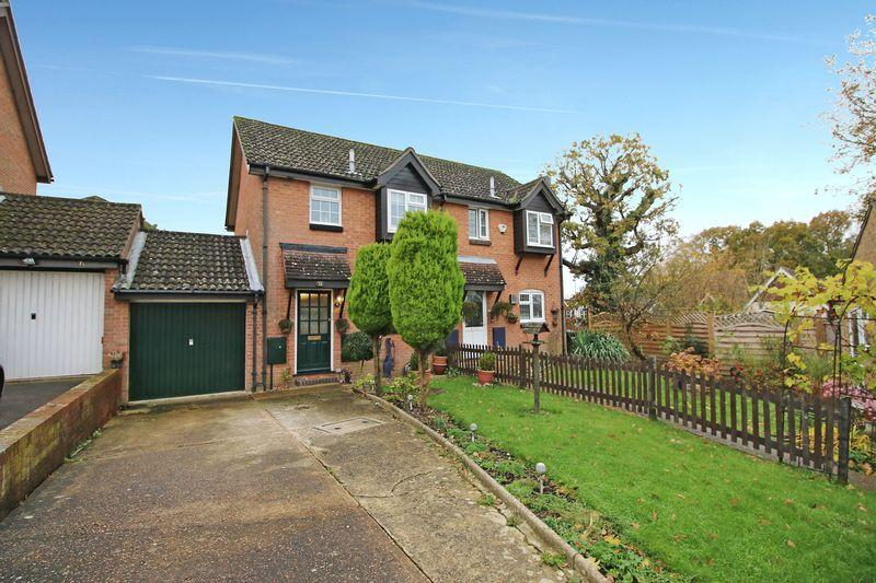 3 Bedrooms Semi Detached House for sale in Forge Rise, Uckfield, East Sussex