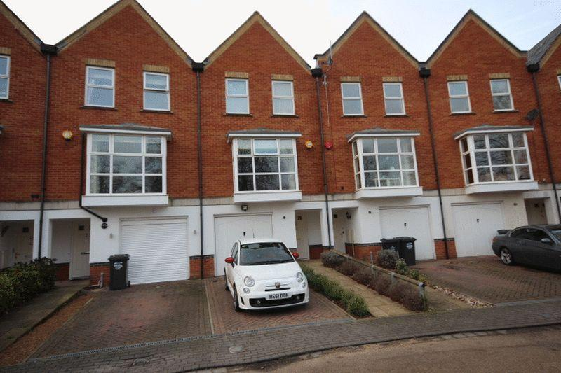 4 Bedrooms Terraced House for sale in Pinewood Place, Bexley Park