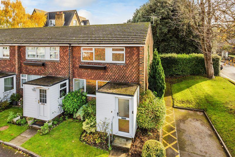 3 Bedrooms House for sale in Guildford, Surrey, GU1