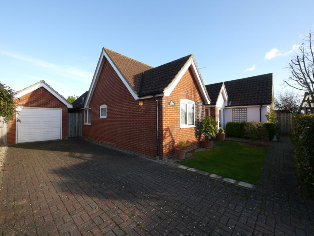 3 Bedrooms Detached Bungalow for sale in Andrew Burtt's Close, Framlingham, Suffolk