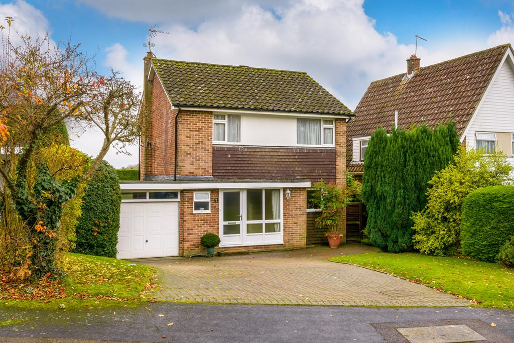 4 Bedrooms Detached House for sale in Headley