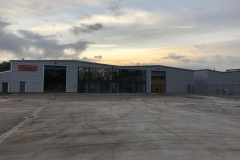 Property to rent - TO LET - Unit B Hilton Point, Cromer Industrial Estate, Middleton