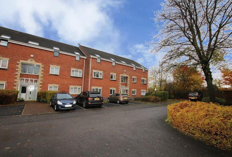 2 Bedrooms Apartment Flat for sale in Higher Fold, Stanycliffe Lane, Middleton, Manchester M24 2UT