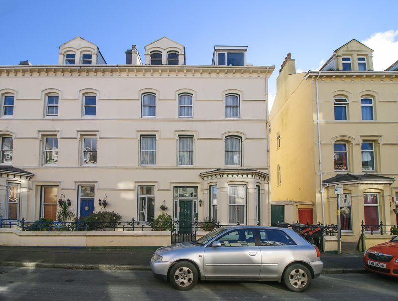 2 Bedrooms Apartment Flat for sale in Flat 4, 25 Demesne Road, Douglas, IM1 3DZ