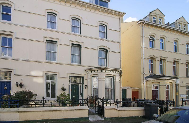 2 Bedrooms Apartment Flat for sale in Flat 5, 25 Demesne Road, Douglas