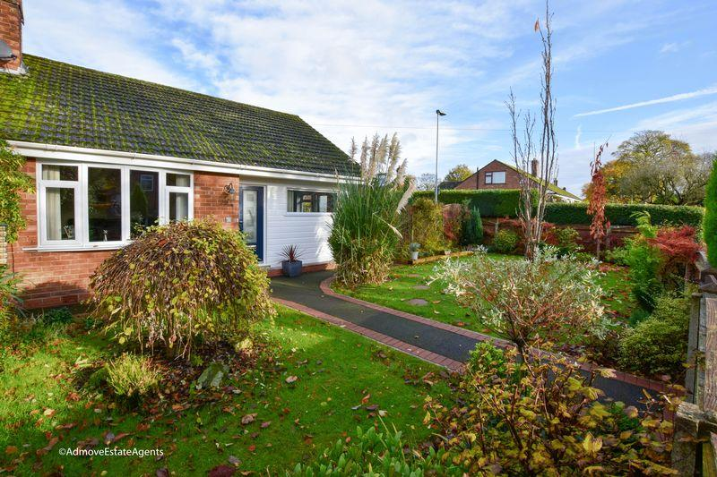 2 Bedrooms Semi Detached House for sale in Stage Lane, Lymm