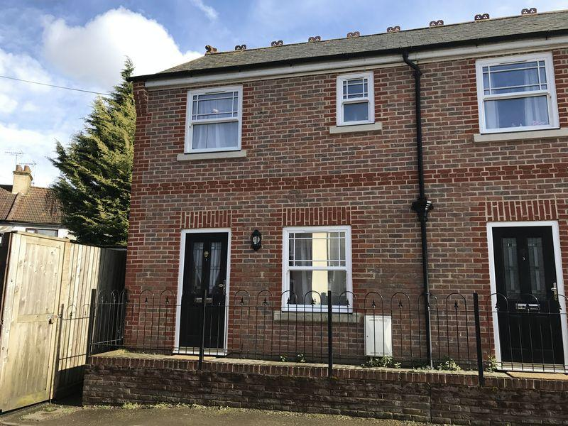3 Bedrooms End Of Terrace House for sale in Englands Lane, Dunstable