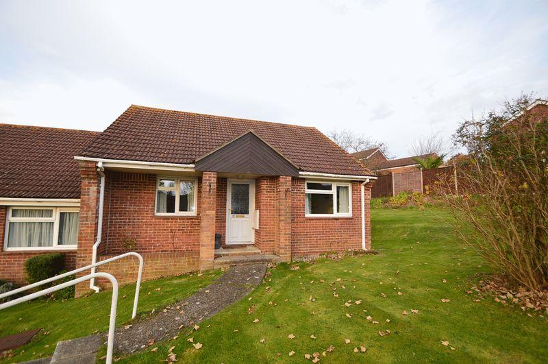 2 Bedrooms Semi Detached Bungalow for sale in East Cowes, PO32 6QT