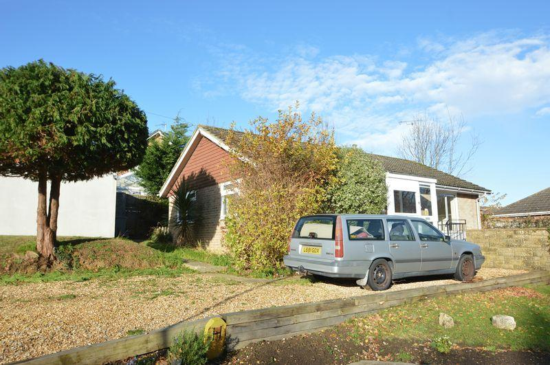 2 Bedrooms Detached Bungalow for sale in BINSTEAD