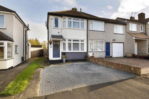 2 Bedrooms Semi Detached House for sale in Cowper Close, Welling, DA16