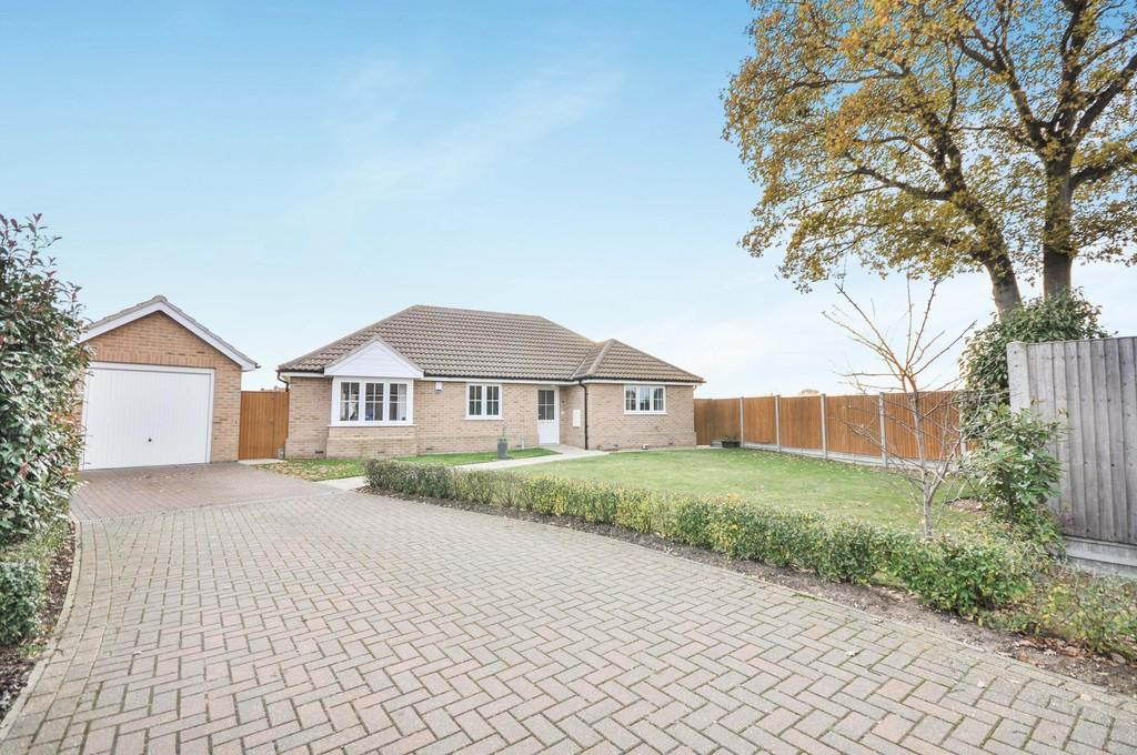 3 Bedrooms Detached Bungalow for sale in Pleasant Plains Mews, Colchester, CO4 5FB