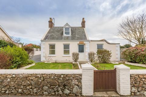 4 bedroom cottage for sale - Route de la Houge Anthan, St. Pierre du Bois, Guernsey
