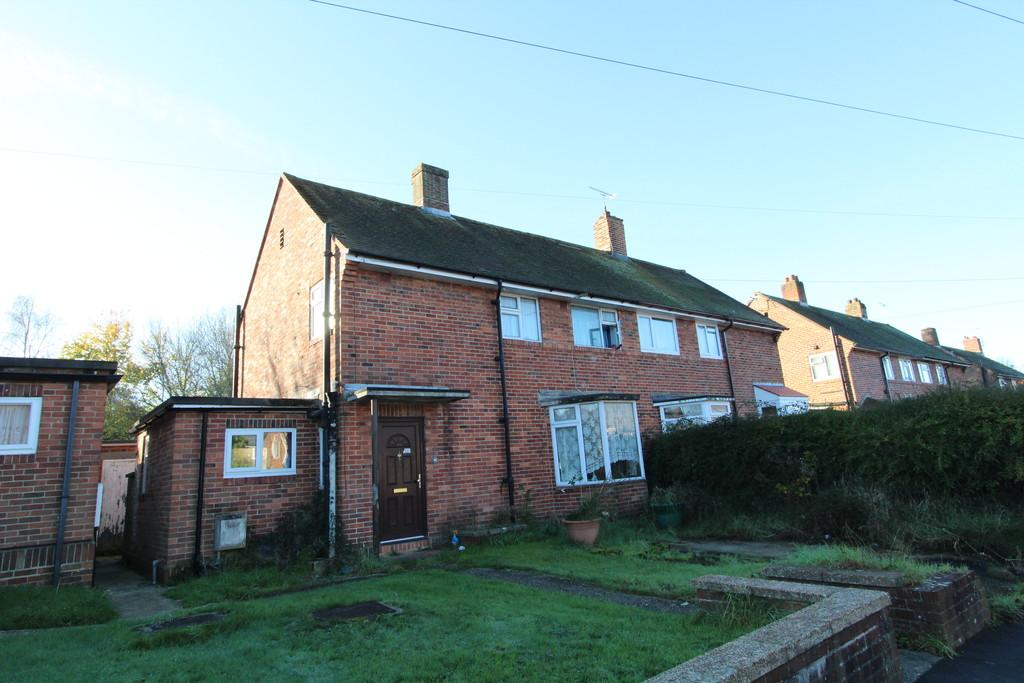 3 Bedrooms Semi Detached House for sale in Cranford Road, Petersfield, Hampshire