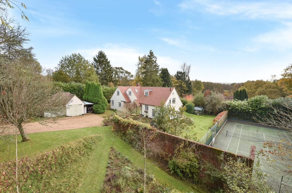 4 Bedrooms Detached House for sale in Farnham Road, Elstead