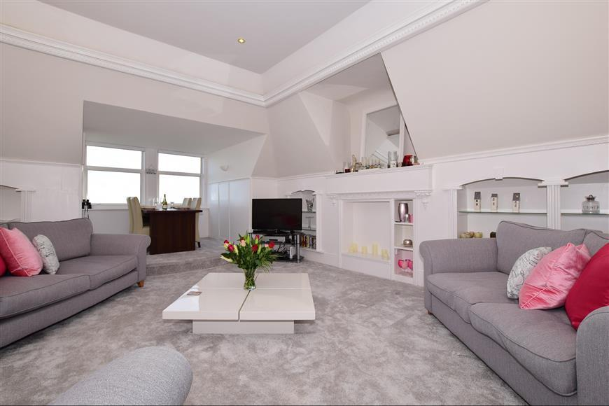 2 Bedrooms Apartment Flat for sale in The Beach, Walmer, Deal, Kent