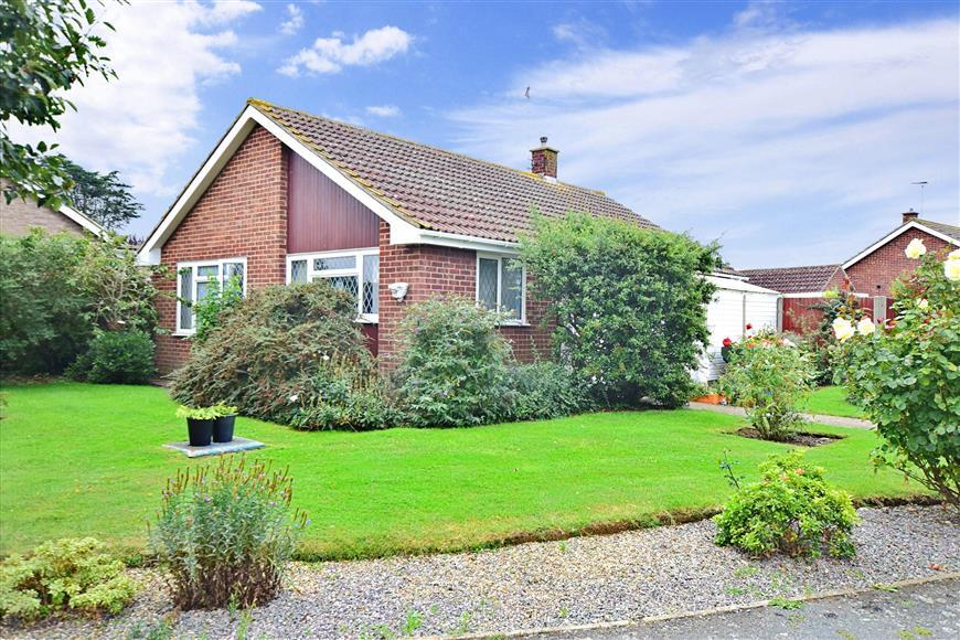 2 Bedrooms Detached Bungalow for sale in Windmill Road, Herne Bay, Kent