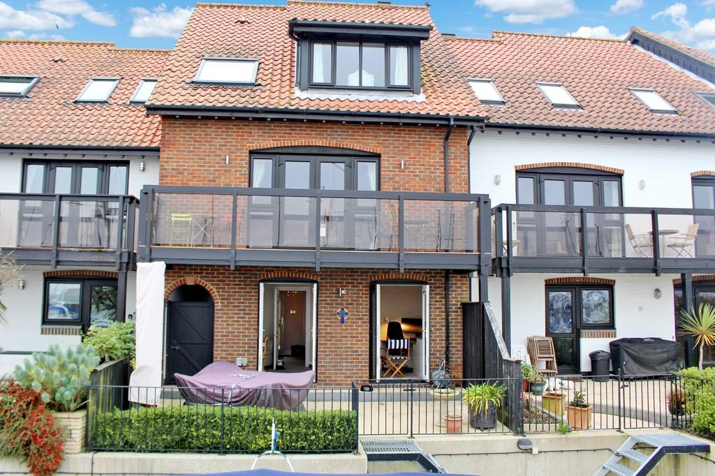 3 Bedrooms Terraced House for sale in White Heather Court, Hythe Marina Village, Southampton