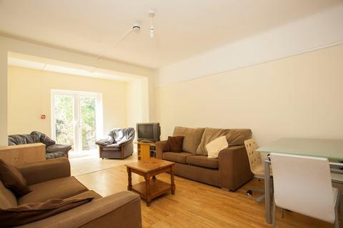 6 bedroom detached house to rent - 6 Bed Student House LIBRARY RD WINTON