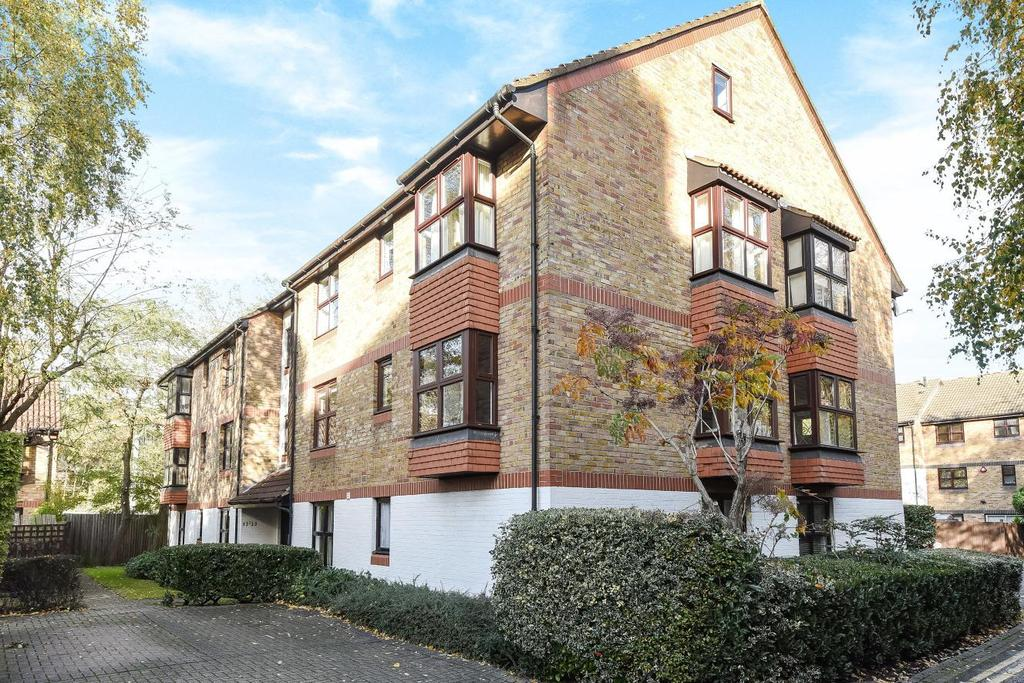 2 Bedrooms Flat for sale in St. Crispins Close, Hampstead
