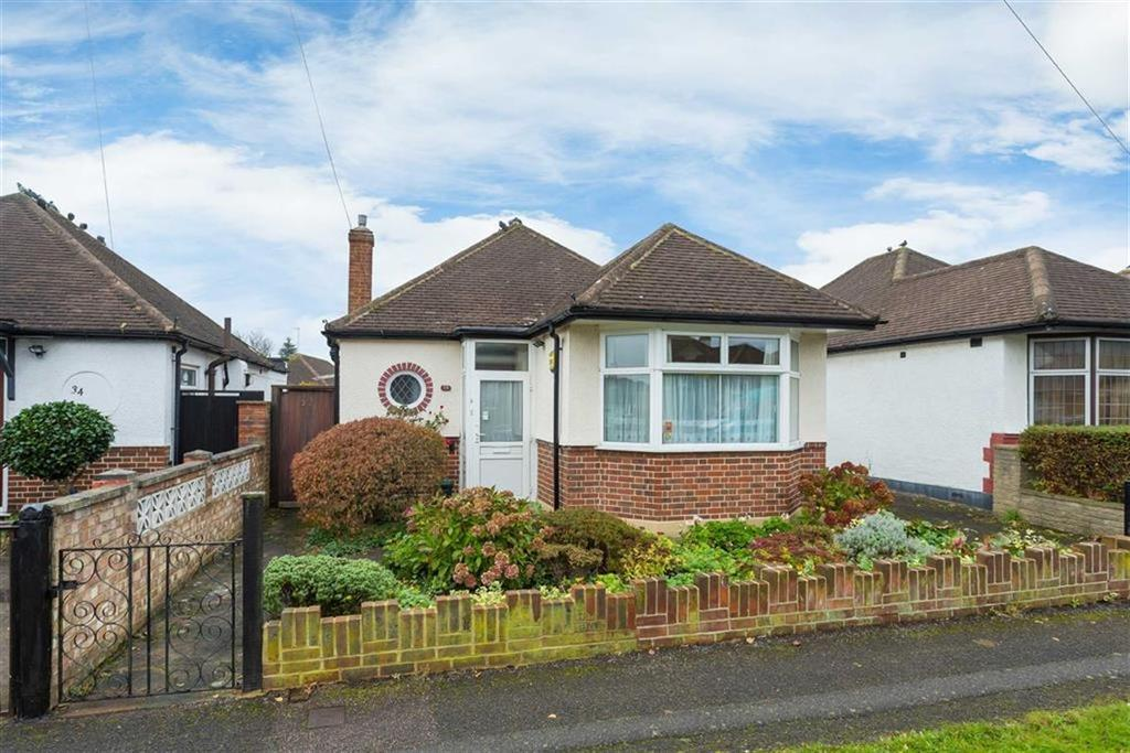2 Bedrooms Detached Bungalow for sale in Bourne Avenue, Ruislip, Middlesex