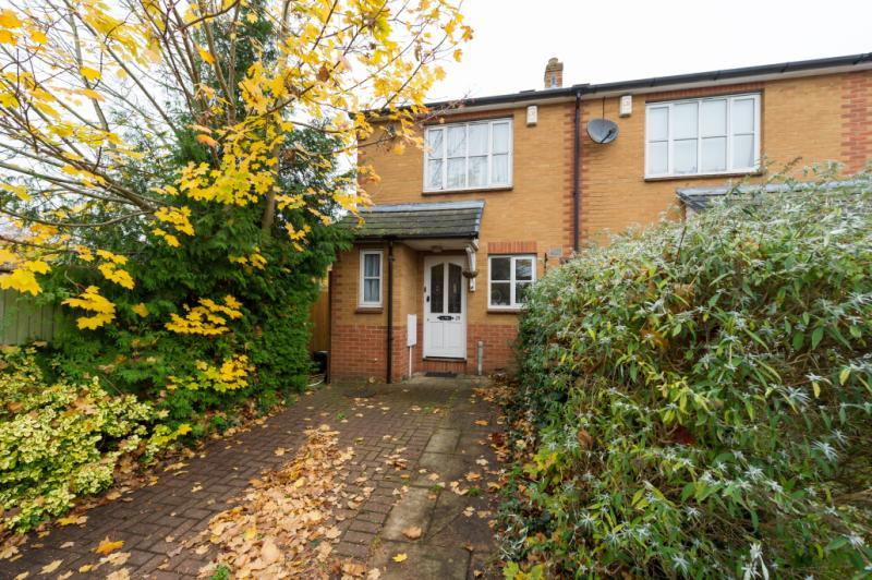 2 Bedrooms Semi Detached House for sale in Bampton Close, Oxford