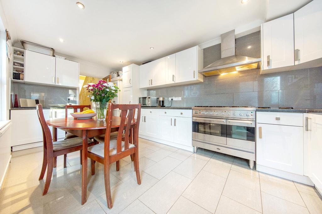 4 Bedrooms Terraced House for sale in Felixstowe Road, NW10