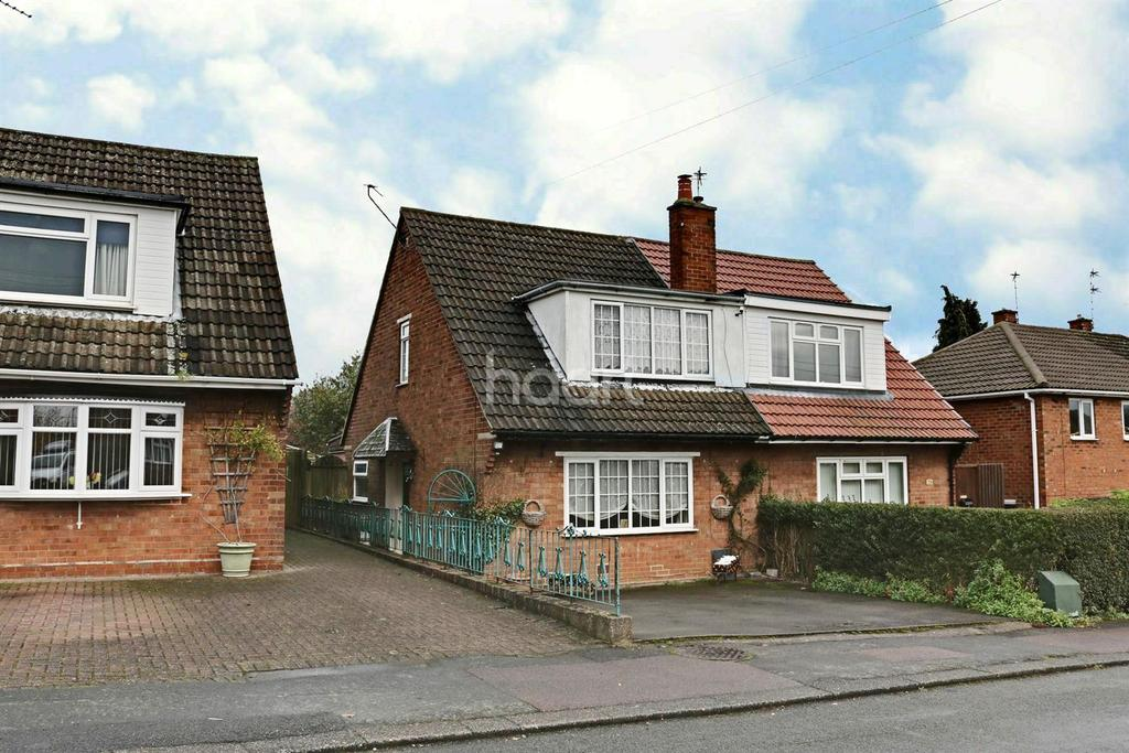 3 Bedrooms Semi Detached House for sale in Oxley Close, Shepshed