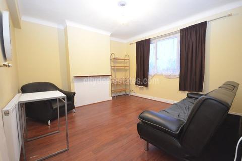 2 bedroom flat to rent - Wendover Court, Acton W3 0TG