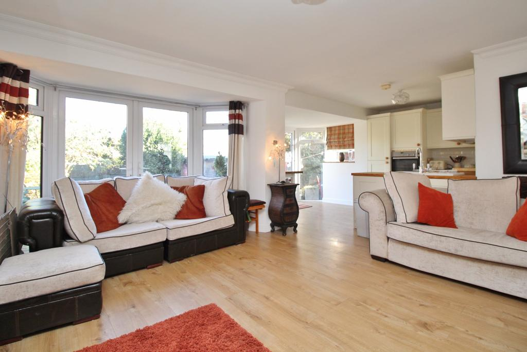 2 Bedrooms Bungalow for sale in Locks Heath, Southampton