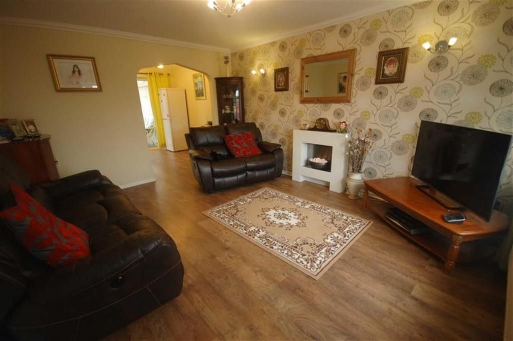 Yorkshire Terrace: Short Street, Dewsbury, West Yorkshire, WF12 3 Bed Semi