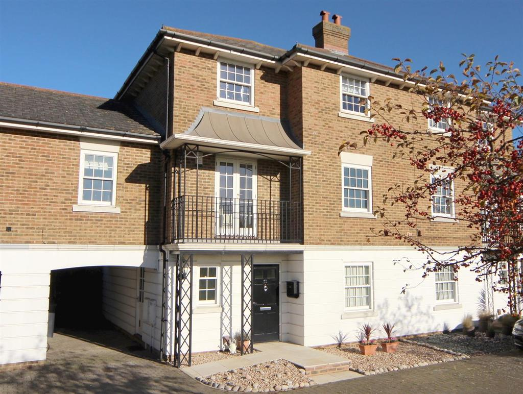 4 Bedrooms Semi Detached House for sale in Maypole Drive, Kings Hill, ME19 4BP