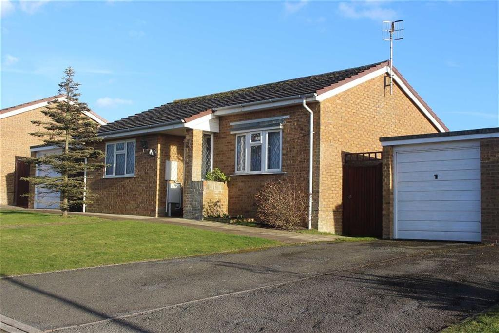 2 Bedrooms Detached Bungalow for sale in Clementine Avenue, Seaford