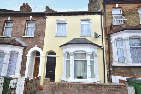 3 bedroom terraced house for sale - Tewson Road, London, SE18