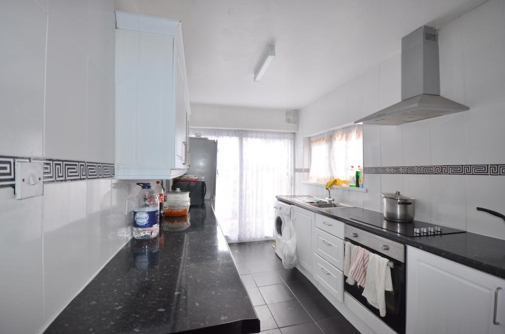3 Bedrooms Terraced House for sale in Tewson Road, London, SE18