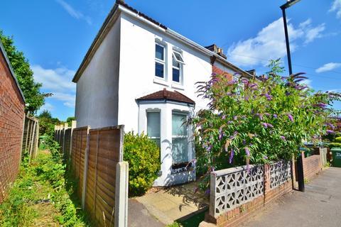 2 bedroom end of terrace house to rent - Shirley