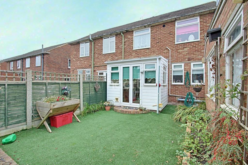 3 Bedrooms Detached House for sale in Scrapsgate Road