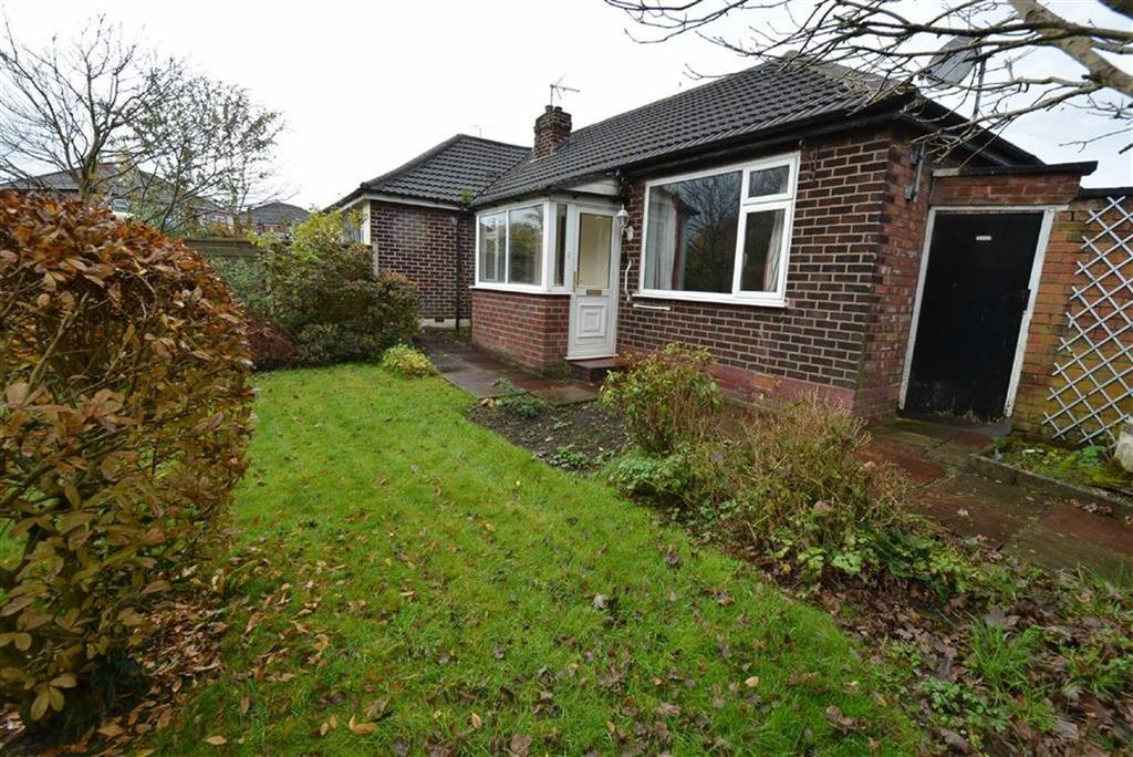 2 Bedrooms Bungalow for sale in Riverside Drive, URMSTON