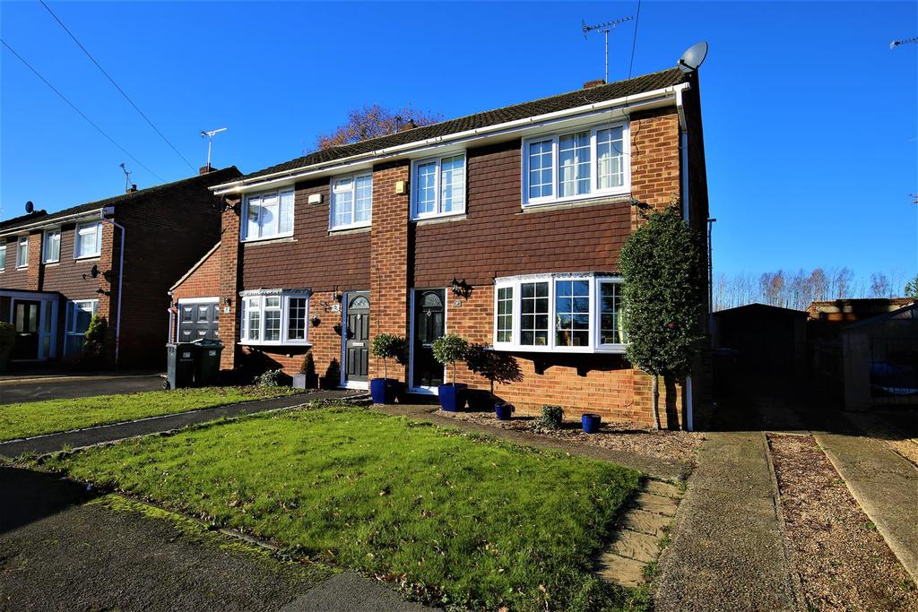3 Bedrooms Semi Detached House for sale in Pippin Close, Coxheath, Maidstone