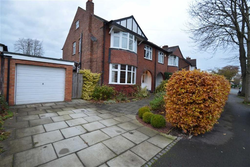 4 Bedrooms Semi Detached House for sale in Barnfield, Urmston, Manchester
