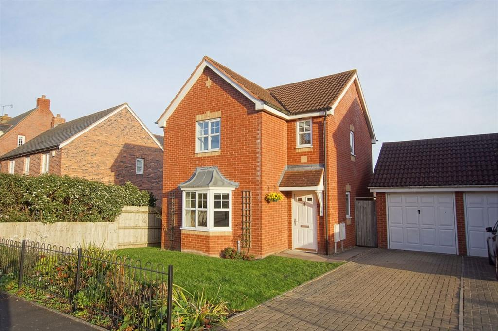 3 Bedrooms Detached House for sale in Morecroft Drive, Chase Meadow, Warwick